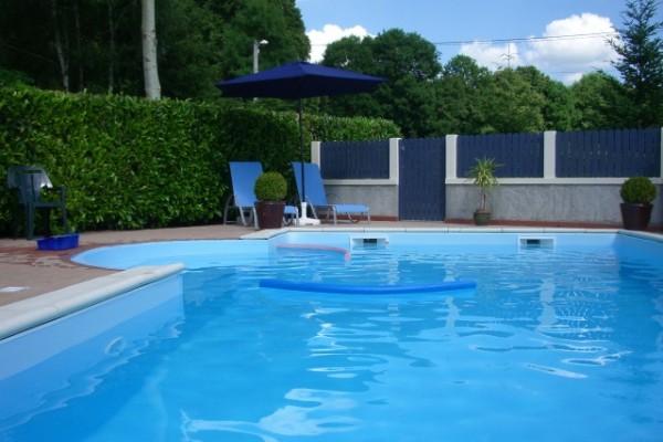 Vakantiewoning in la cellette pionsat vakantiehuisje met for Vakantiehuisjes met prive zwembad